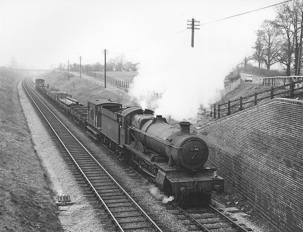 Grange class 4-6-0 no. 6846 Ruckley Grange about to pass beneath the B4632 north of Toddington