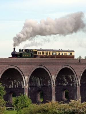 No 1450 crosses the Viaduct